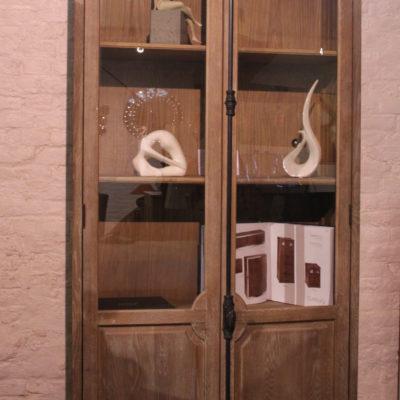 Meuble vitrine en bois massif – 3 tablettes