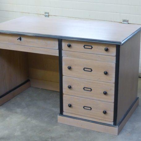 Bureau sur mesure 5 tiroirs - style industriel réalisé par Meubles Gibaud