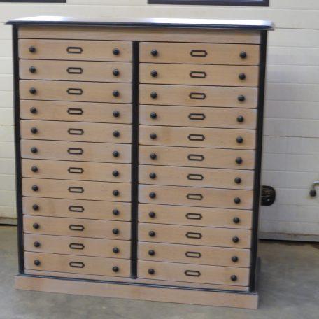 Meuble de rangement sur-mesure 24 tiroirs style industriel - réalisé dans notre atelier Meubles Gibaud