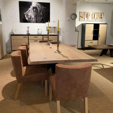 Un large choix de meubles, salons & de décoration exposé dans notre magasin