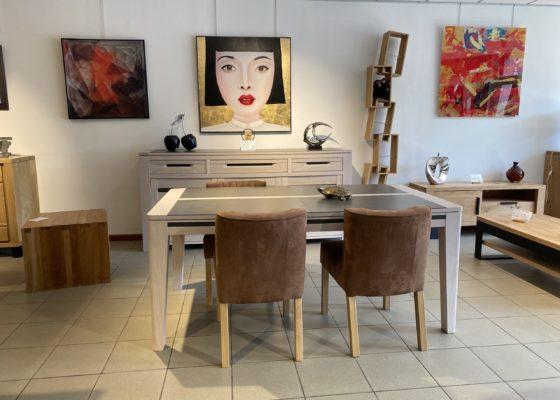 Un large choix de meubles, salons & décorations exposés dans notre magasin